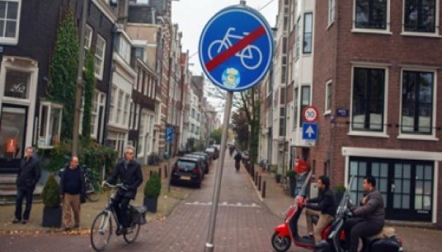 В Амстердамі трьох чоловіків оштрафували за листівки проти гомосексуалізму