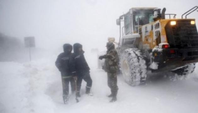На Закарпатье спасатели вытащили из сугробов более 100 автомобилей