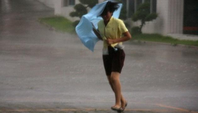 Зливи в Китаї забрали життя двох людей