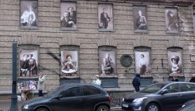 Зазирнути у вікна історії можна у центрі столиці. Фоторепортаж