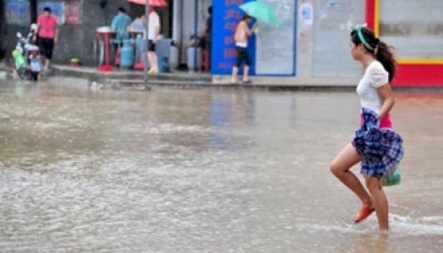 Зливи у Китаї: одна людина загинула, п'ятеро зникли безвісти