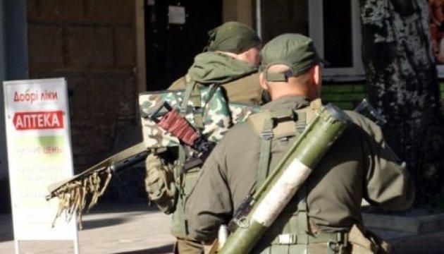 Les mercenaires russes continuent de tirer avec des mortiers et des véhicules de combat