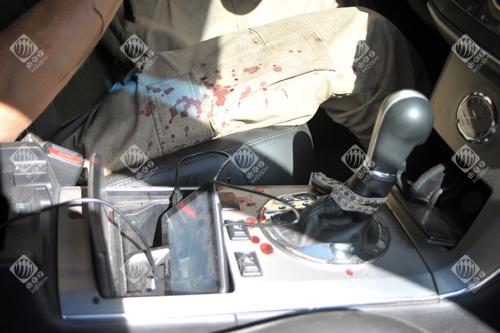 Кров в автомобілі журналістів, які вирвалися з оточення в Іловайську
