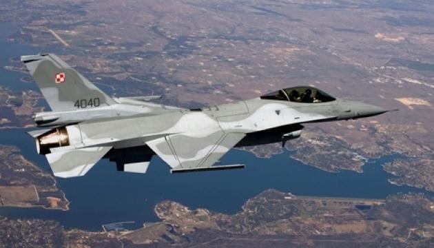 У Каліфорнії впав військовий винищувач F-16