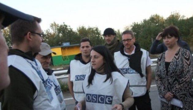 Donbass: un terroriste armé a menacé des observateurs de l'OSCE près de Louhansk