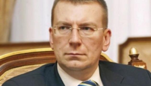 El ministro de Exteriores de Letonia pide la liberación inmediata de Sentsov