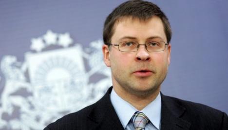 Dombrovskis: La UE urge a Rusia a liberar a los marineros y barcos ucranianos