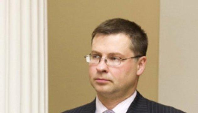 Dombrovskis: EU-Kommission plant, Ukraine Zuschüsse von € 200 Millionen zu gewähren