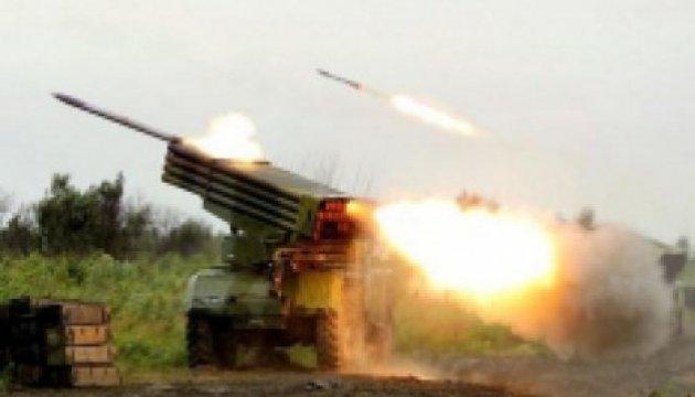 Donbass: les combattants pro-russes utilisent des mortiers et des LRM «Grad» dans le secteur de Marioupol