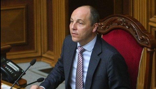 Parlamentschef Parubij unterzeichnet Bildungsgesetz