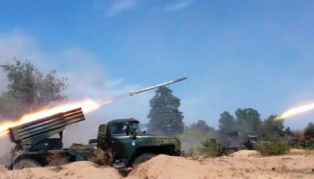 Бойовики гатять із важкої зброї з Луганська - місцеві жителі