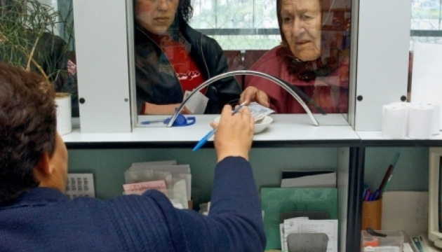 Зарплати й пенсії зростуть уже з 1 вересня - Яценюк