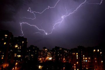 Украинцев предупреждают о сильных дождях, граде и шквалах