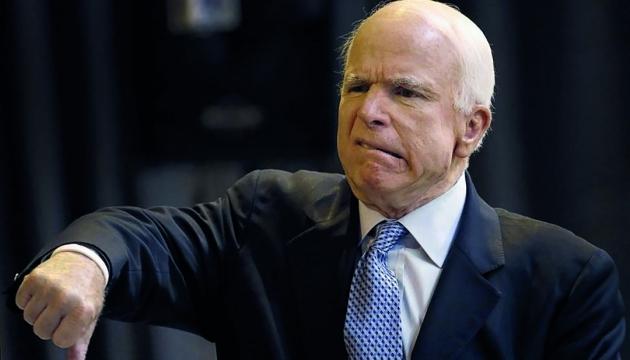 Маккейн жестко отреагировал на высылку дипломатов США из России