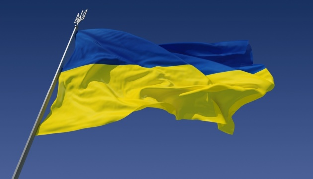 Ukrainian flag raised above world's highest volcano