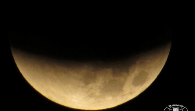 Місяць набагато старший, ніж вважалося раніше — вчені