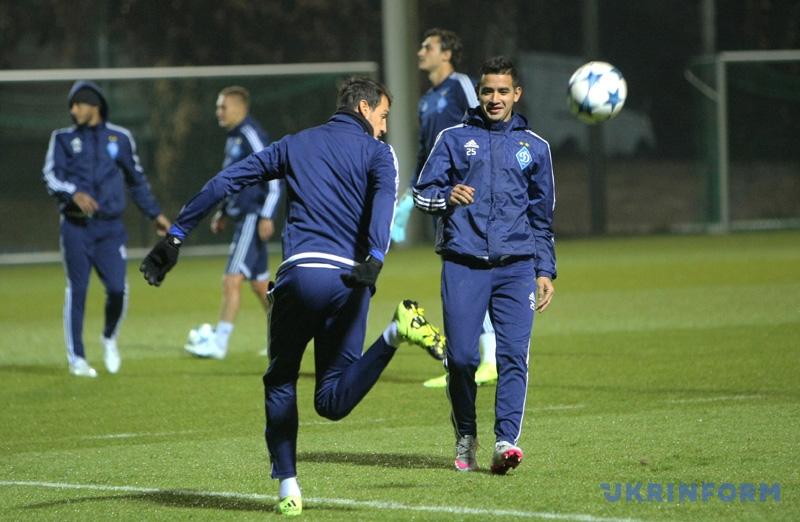 Dynamo Kyjev – Chelsea Facebook: Dynamo, Chelsea Warm Up