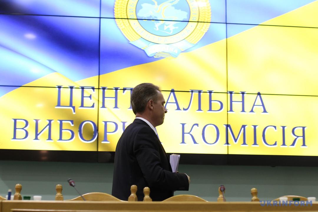 олова Центральної виборчої комісії Михайло Охендовський під час брифінгу