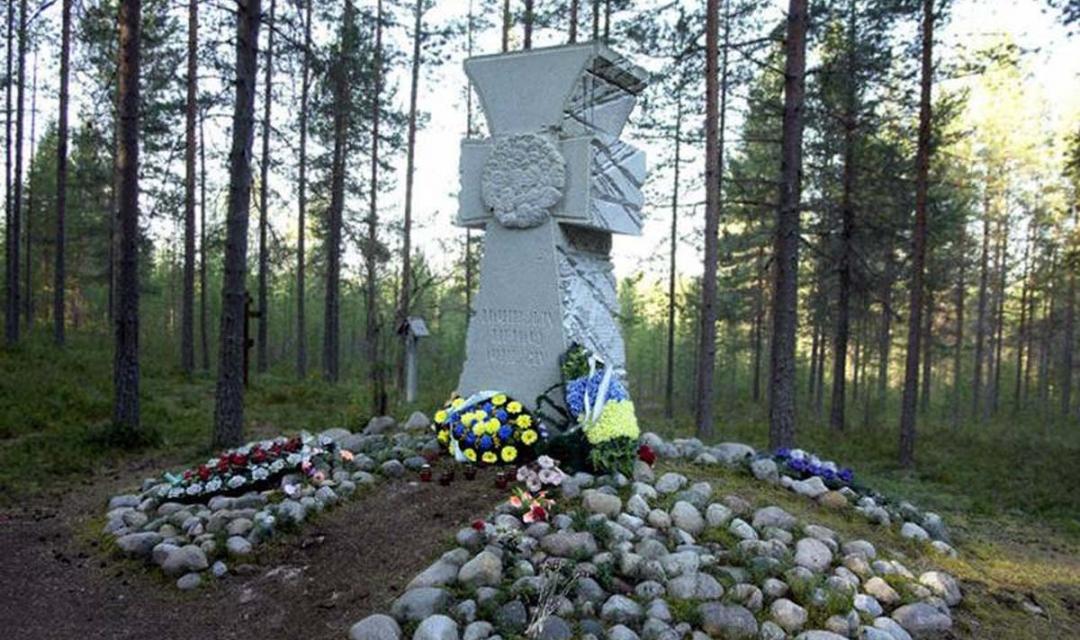 Хрест жертвам сталінських репресій у Сандармоху