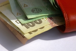 Кабмін призупинив дію постанови уряду Гройсмана про зарплату вчителів