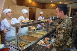 У Міноборони спростовують, що знизили норми для харчування військових