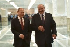 """Лукашенко заявляет, что договорился с Путиным о """"всесторонней помощи"""""""