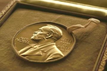 Le prix Nobel de physique 2020 revient à Roger Penrose, Reinhard Genzel et Andrea Ghez