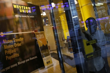 Banque mondiale : Les envois de fonds des migrants dans le monde devraient chuter d'environ 20 % en 2020