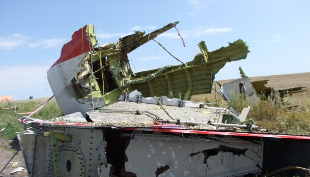 Dutch police seize MH17 related items from reporter at airport