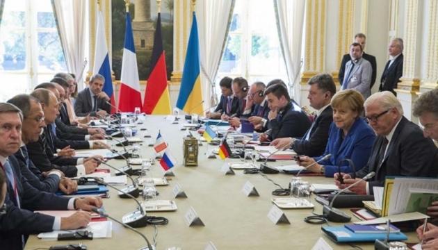 Олланд і Меркель пояснили, чому Мінськ-2 продовжить діяти і у 2016 році
