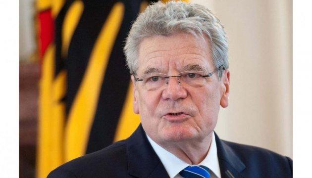 Германия должна интегрировать беженцев скорее - президент ФРГ