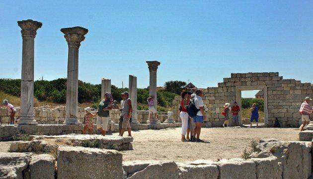У Херсонесі без узгодження з ЮНЕСКО замінили історичну плитку