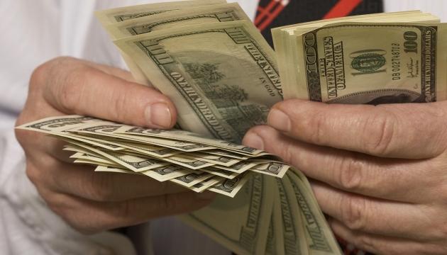Долар здорожчав на три копійки - підсумки міжбанку