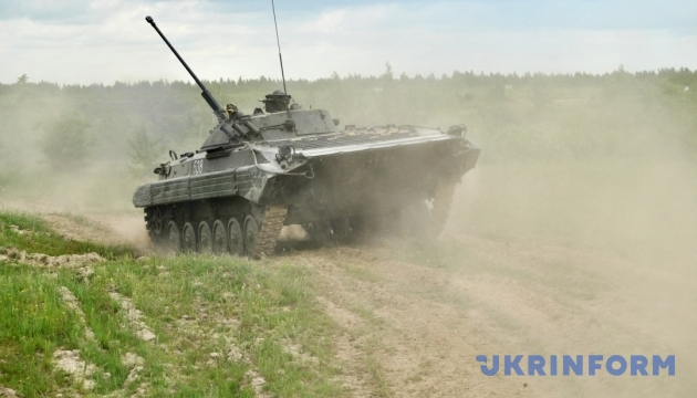 На Черниговщине солдат-контрактник погиб под колесами БМП