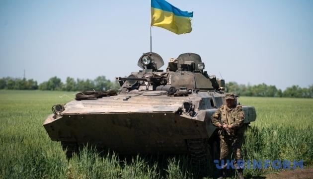 """Українські БМП """"перевзують"""" у вітчизняні гусениці"""