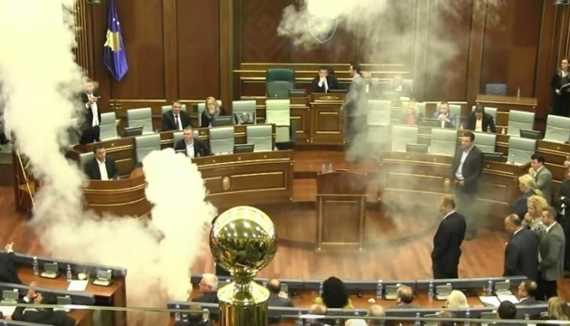 Парламент Косово визнав кордон з Чорногорією після сутичок із сльозогінним газом