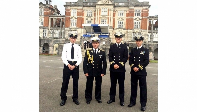 Українські курсанти закінчили Британський військово-морський коледж
