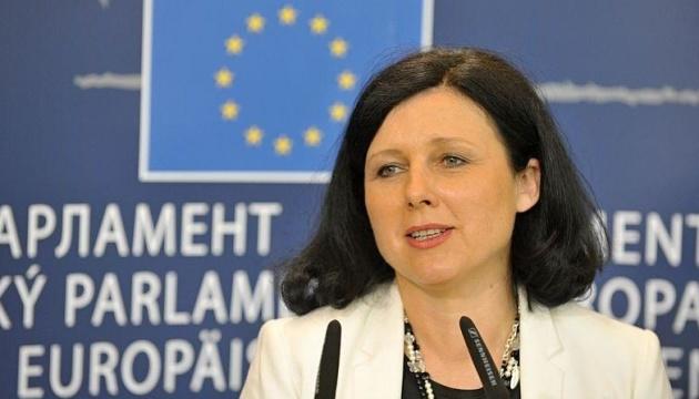 Віцепрезидент Єврокомісії обговорила у Польщі реформу судоустрою