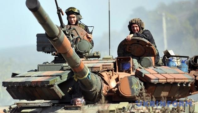 Порошенко подякував танкістам за мужність та героїзм