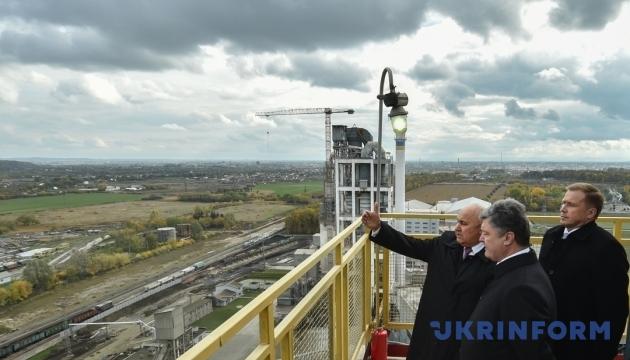 Порошенко: Газпром уговаривал нас купить российский газ