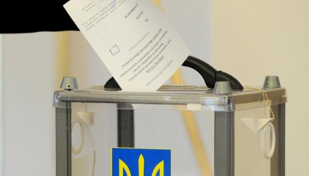 В Броварах ночью на билбордах кандидата заменили номера в бюллетене