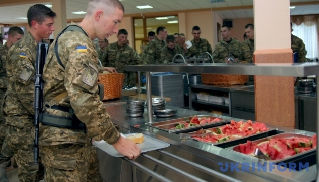 Питание в армии: ВСУ будет самостоятельно нанимать поваров