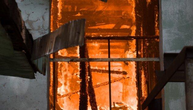 Авдіївка палає після обстрілу запалювальними мінами