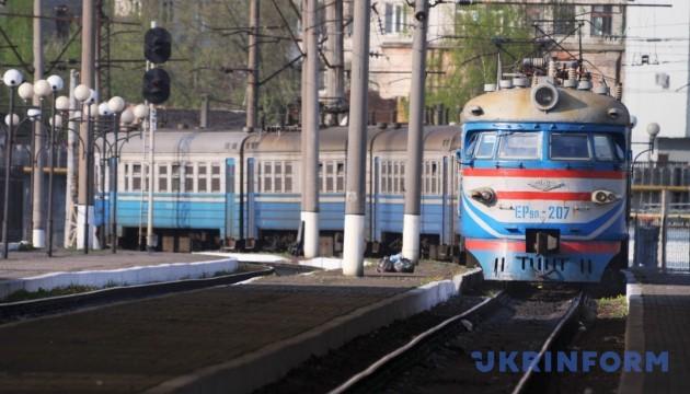 """Укрзалізниця призначила 14 """"святкових"""" поїздів"""