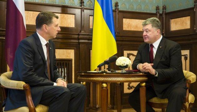 Порошенко в апреле посетит Латвию - госсекретарь МИД