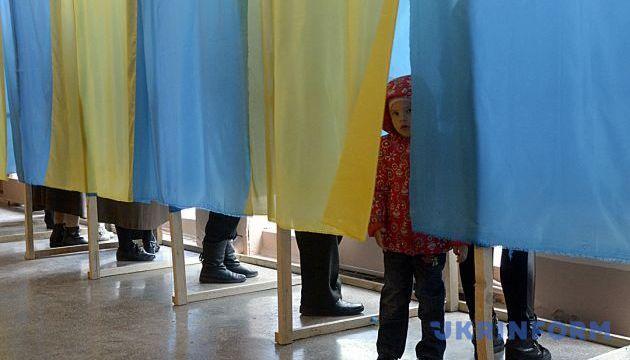 Кандидат у депутати сам возить виборців на дільницю - Опора