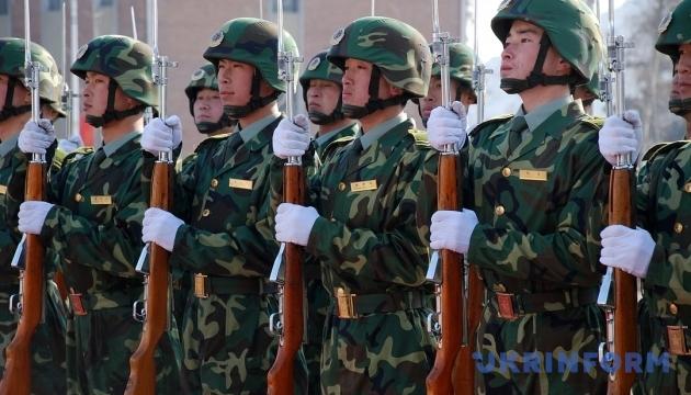 Пекин стянул войска к границе с КНДР из-за убийства брата Ким Чен Ына