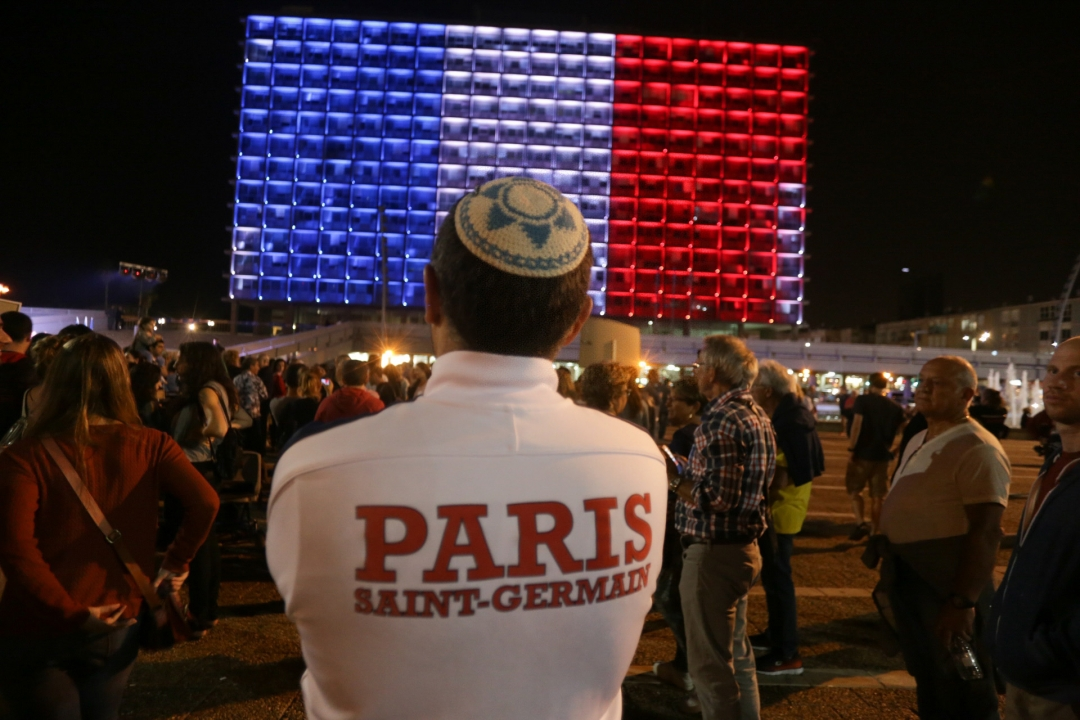 Світ вшанував пам'ять жертв терактів у Парижі. Тель-Авів, Ізраїль.
