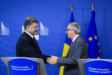 Poroshenko, Juncker discuss release of Ukrainian political prisoners held in Russia