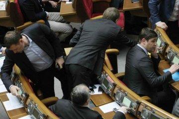 """КИУ назвал лидера """"законодательного спама"""" в Раде"""